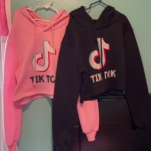Other - Girl TikTok crop sweater with hoodie